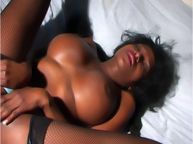 Sizzling hot Felina makes her chocolate pussy wet in amazing solo scene